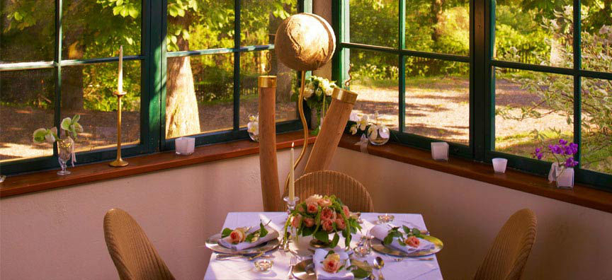 Beispiel: Eingedeckter Tisch, Foto: Schlossgasthof Rosenburg.