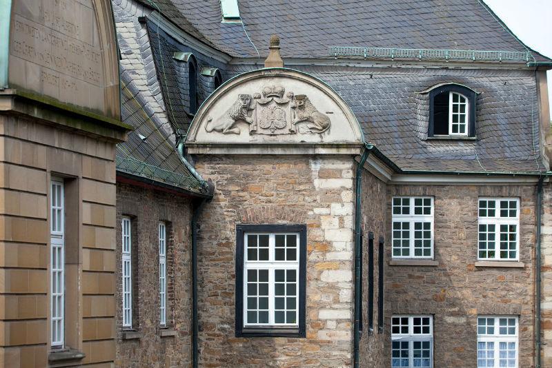 Beispiel: Fassade Schloss, Foto: Schloss Broich.