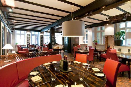 Beispiel: Restaurant - eingedeckter Tisch, Foto: Gasthaus Backmulde.