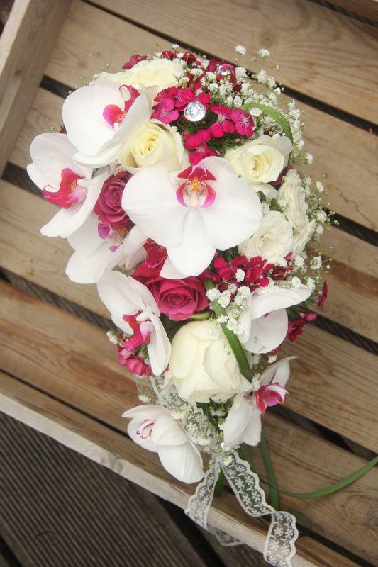 Einmal edel mit Rosen und Orchideen...ein besonderer Strauß für eine besondere Braut.