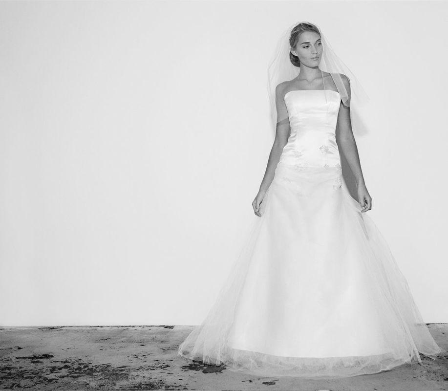 Beispiel: Elegante Hochzeitsmode, Foto: Salon.