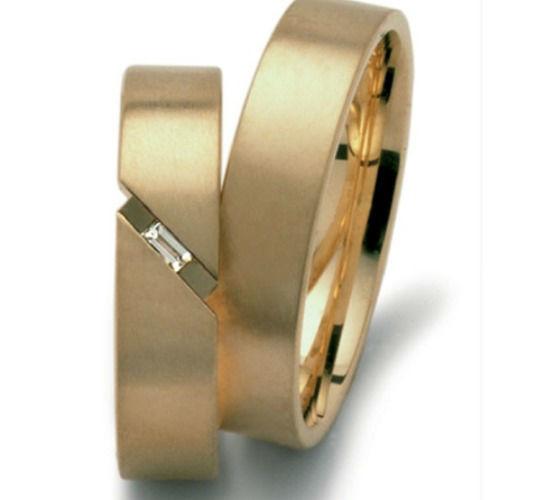 Beispiel: Goldring mit Diamantbesatz in matt, Foto: Seilnacht.