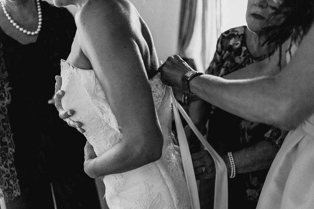 destination wedding photographer tuscany pienza angela angelaphoto angela.photo matrimonio toscana pienza preparativi sposa get ready bride