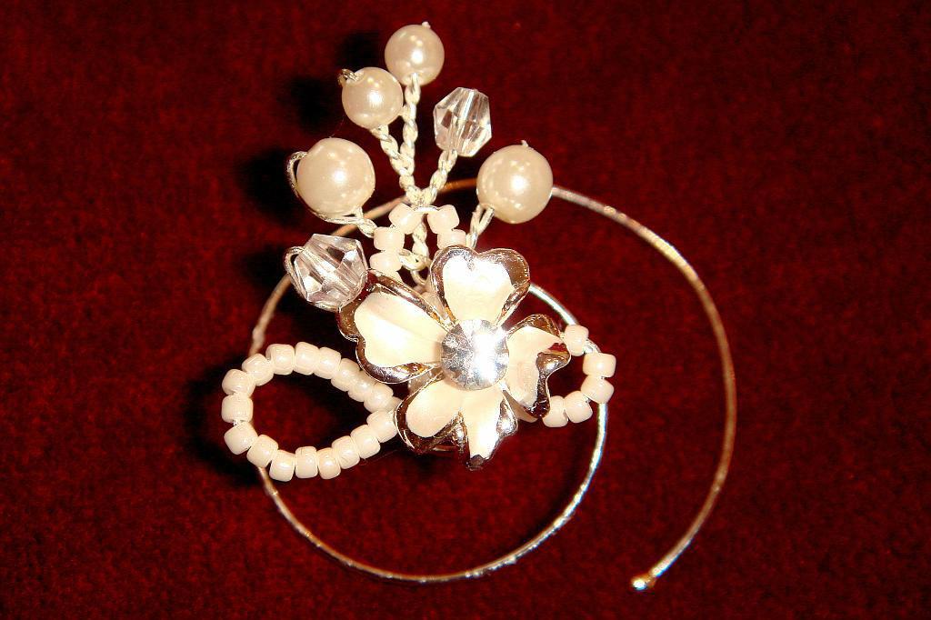 Beispiel: Curlies, Foto: Der Brautladen Accessoires.