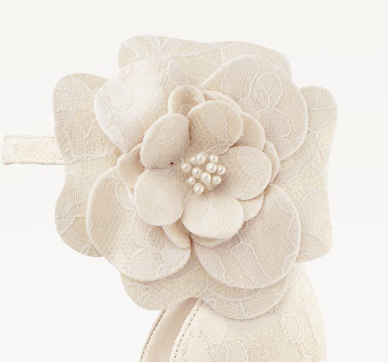 Si eres de las novias detallistas, nuestros Flowerclips agregan personalidad a tu zapato de novia ideal ¿Será una Rosa?