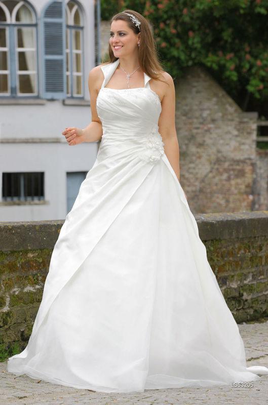 Beispiel: Traumhaftes Kleid in großer Größe, Foto: Brautstudio Sposa Favola.
