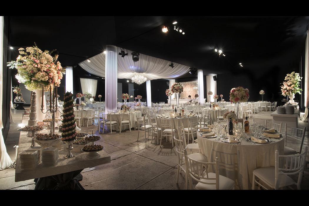 Las flores y cada uno de los detalles son importantes para crear un ambiente elegante y romántico.