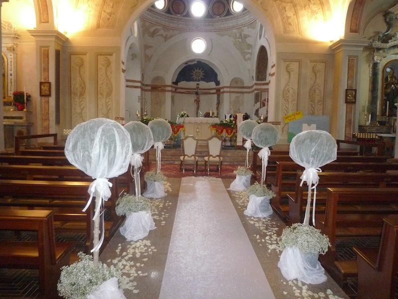 Beispiel: Dekoration der Kirche, Foto: BeBride.