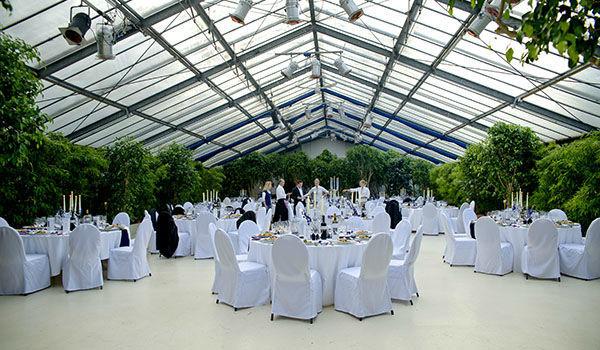 Beispiel: Hochzeitssaal mit Mobiliar, Foto: Sinnesfreunde.