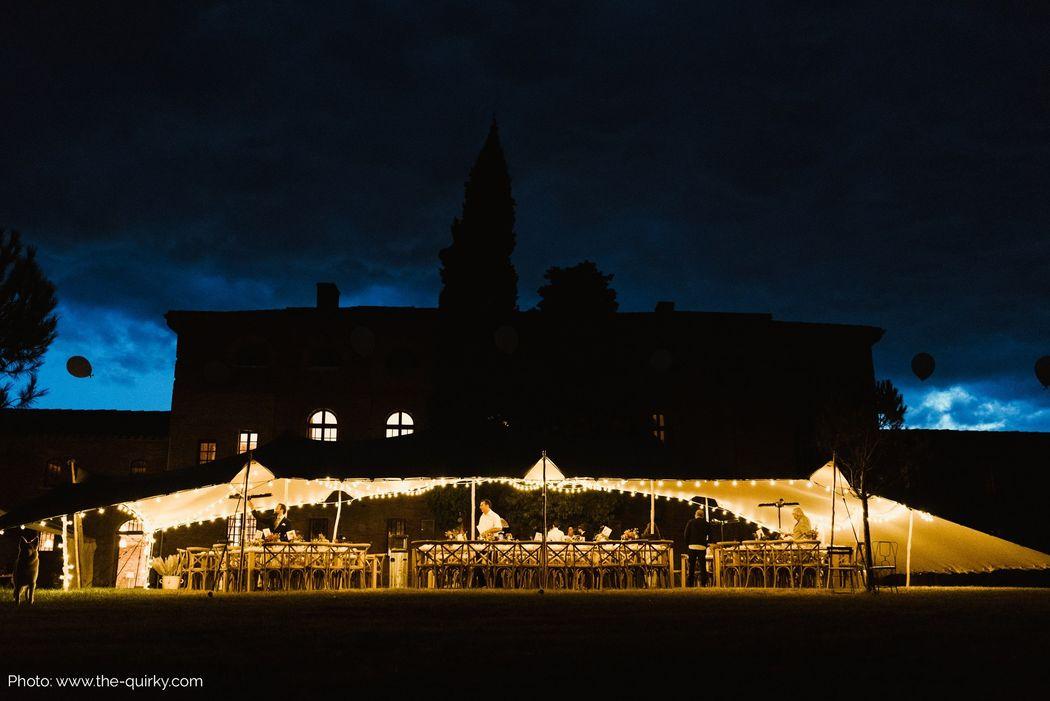 Tente stretch pour un mariage! Photo credit : © The Quirky