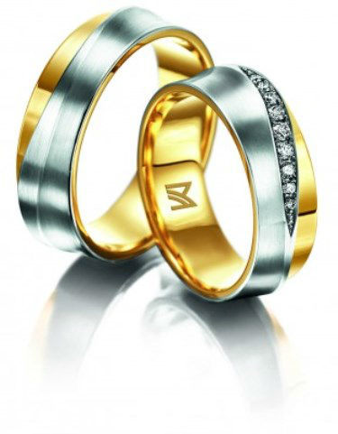 Beispiel: Mehrfarbige Trauringe, Foto: Juweliere Ellert.