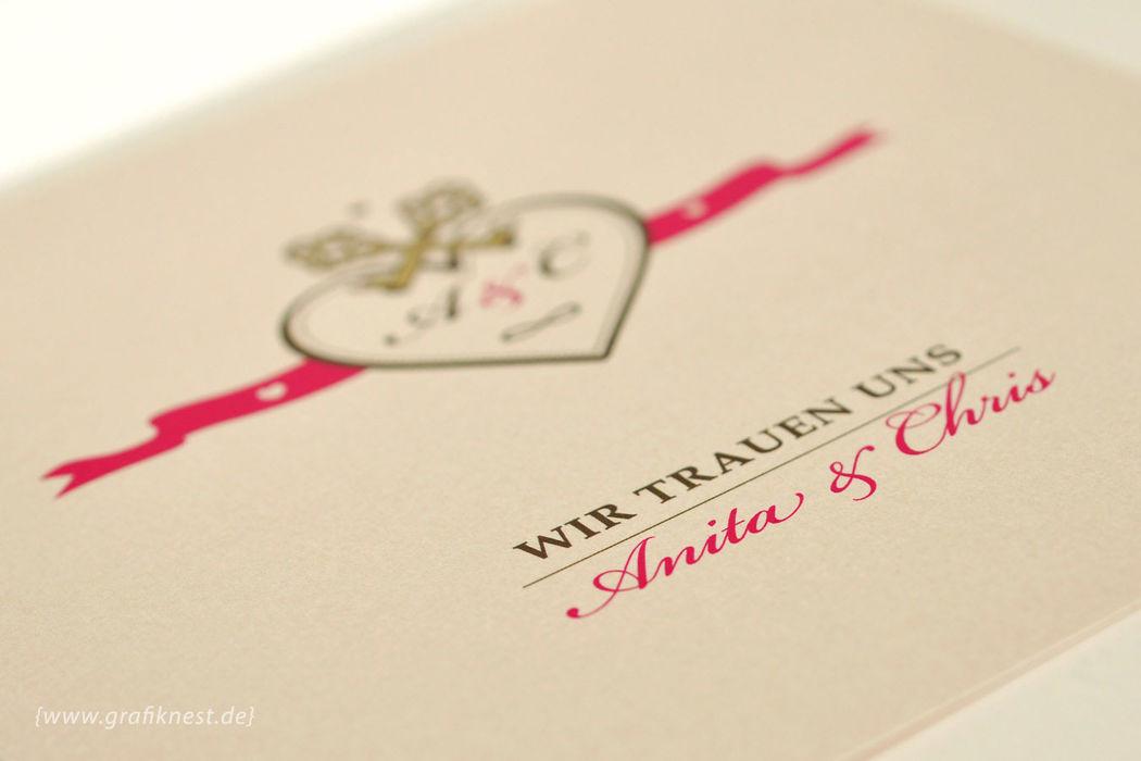 Beispiel: Einladung (Royales Design), Foto: Annette Bleichert {GrafikNEST}.