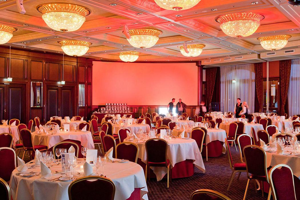 Beispiel: Tischanordnung Ballsaal, Foto: www.hohe-duene.de.