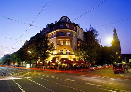 Beispiel: Außenansicht Abends, Foto: Dampfnudel-Bäck.