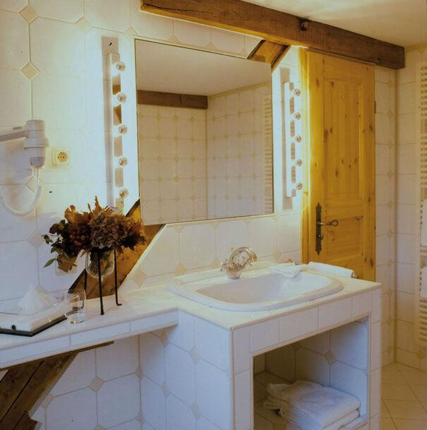 Beispiel: Badezimmer, Foto: Romantik Hotel Linslerhof.