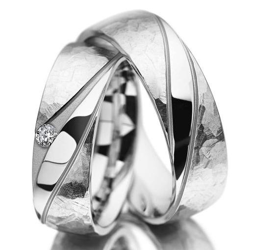 Beispiel: Trauringe in Weißgold aus der Individuals Kollektion von Meister, Foto: Juwelier Kopf.