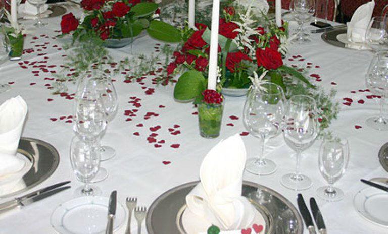 Beispiel: Dekoration für den Hochzeitstisch, Foto: Blumen Dürr.