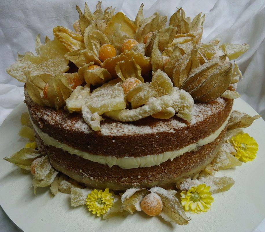 Bolo Naked Cake com Frutas e Flores Amarelas