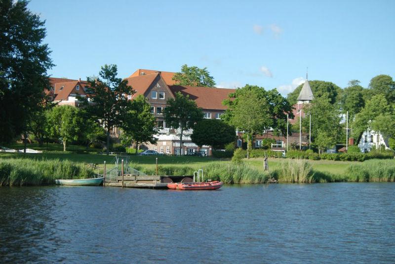 Beispiel: Blick vom See, Foto: Hotel zur Treene.