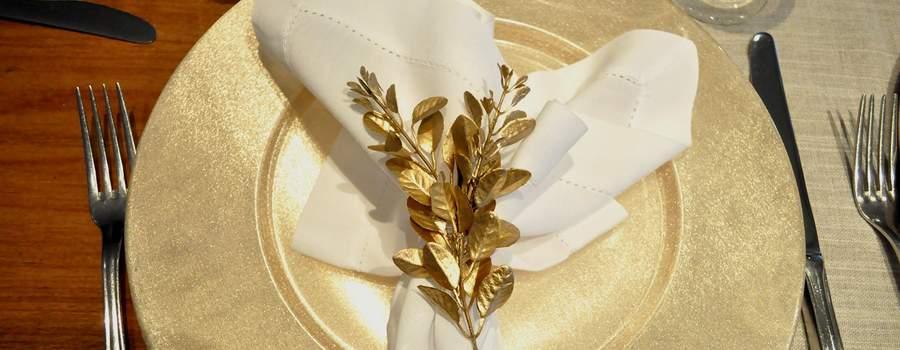Porta- guardanapo eucalipto ouro com guardanapo linho branco