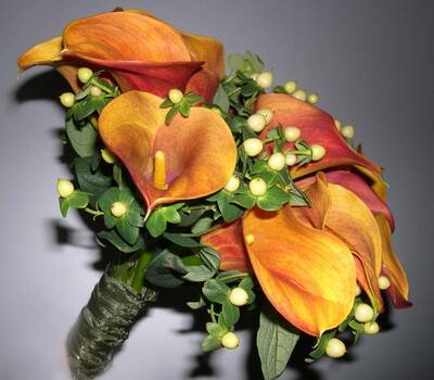Colorido ramo de novia