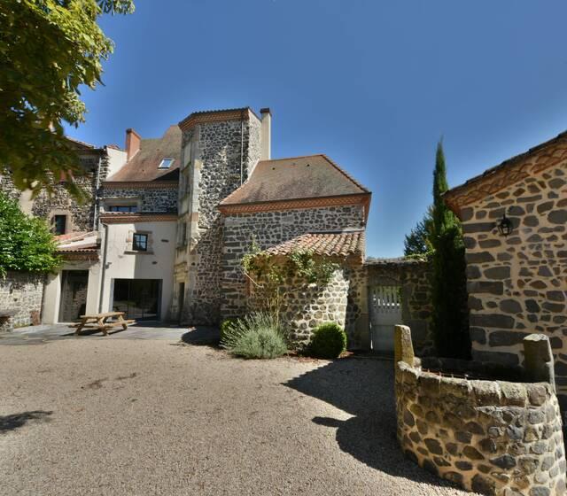 Cour privative et sécurisée du château de Boisrigaud