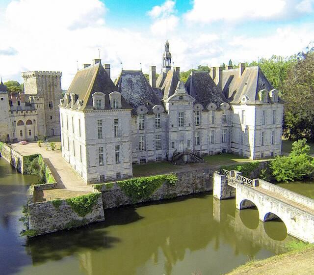 Vue aérienne du Château de saint-loup