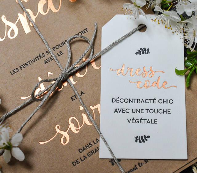 """Faire-part de mariage """"Champêtre"""" en Letterpress et dorure à chaud cuivre sur papier kraft epais, avec invitation et étiquette Dress Code"""