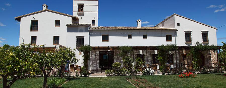 vista frontal del Hotel La Mozaira