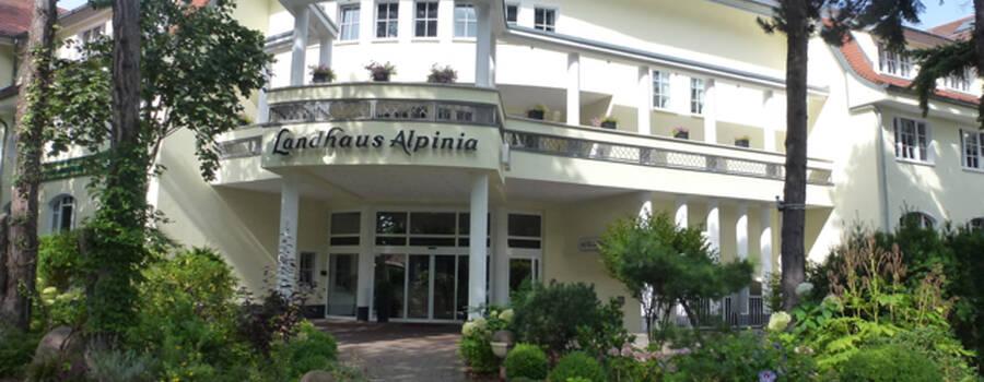 Beispiel: Vorderansicht, Foto: Landhaus Alpinia.