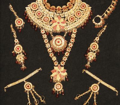 Beispiel: Dulhanset in Gold-Rot, Foto: Nilamor.