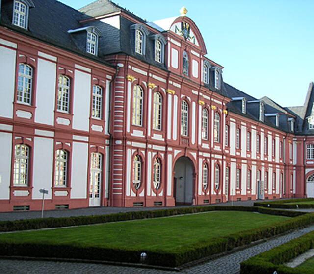 Beispiel: Vorderansicht, Foto: Abtei Brauweiler.