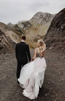 Wedding photoshoot in mountains. Свадебная фотосессия в горах