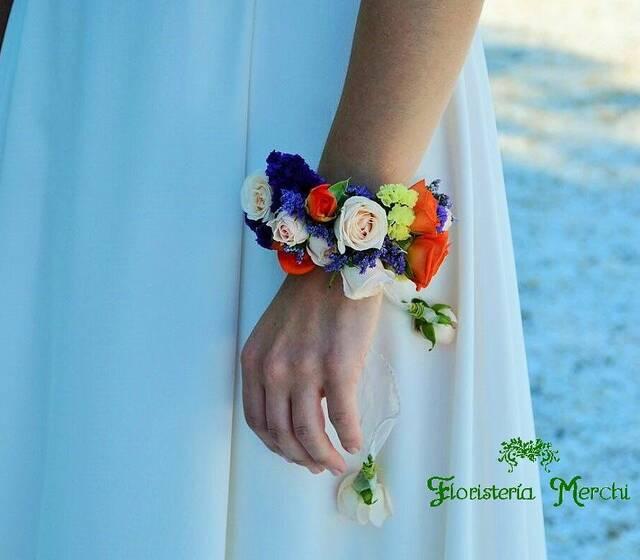 Pulsera floral realizada por Floristería Merchi