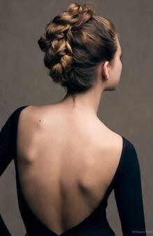 Recogido en cresta. Por Ube Hairstyle @ubehairstyle Fotografía de Dayron Vera @dayvera
