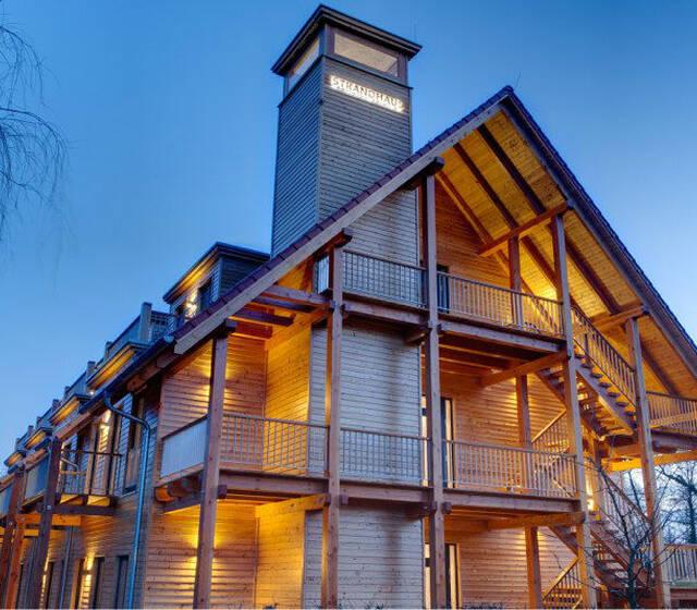 Beispiel: Außenansicht beleuchtet, Foto: Hotel Strandhaus.