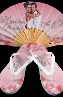 Paquete personalizado de abanico de madera y sandalias modelo Rosas.