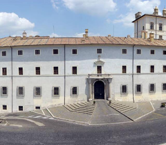 Palazzo Chigi in Ariccia - Facciata verso Piazza di Corte