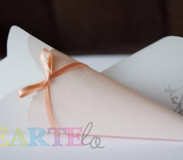 Conos para pétalos de rosa o arroz, diseño exclusivo de Creartelo, hecho 100% a mano. Se puede variar forma, color... P.V.P: 10 unidades (15€)