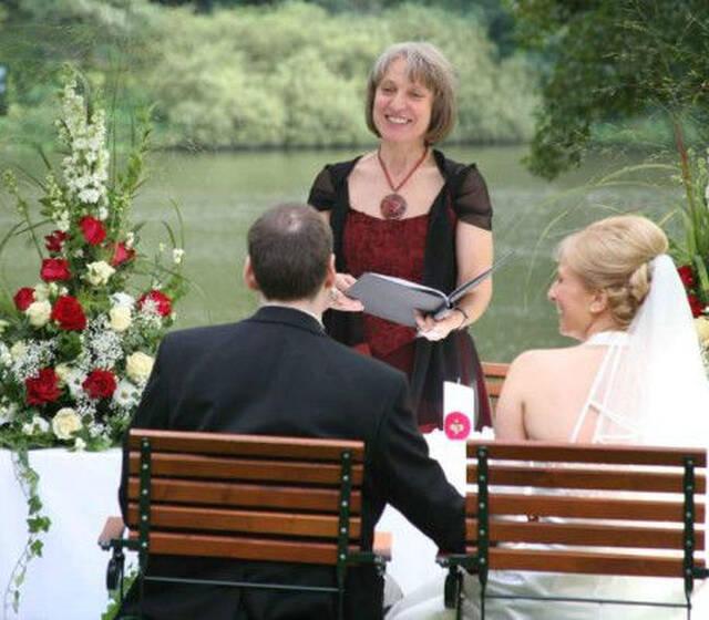 Beispiel: Freie Trauung am See Foto: Anna Held Zeremonien.