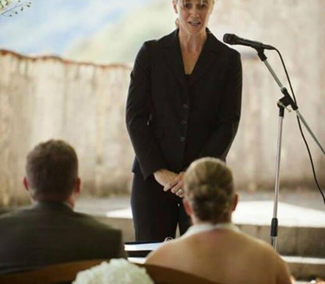 Beispiel: Yvonne Hochheuser, Foto: trauungszeremonie.ch