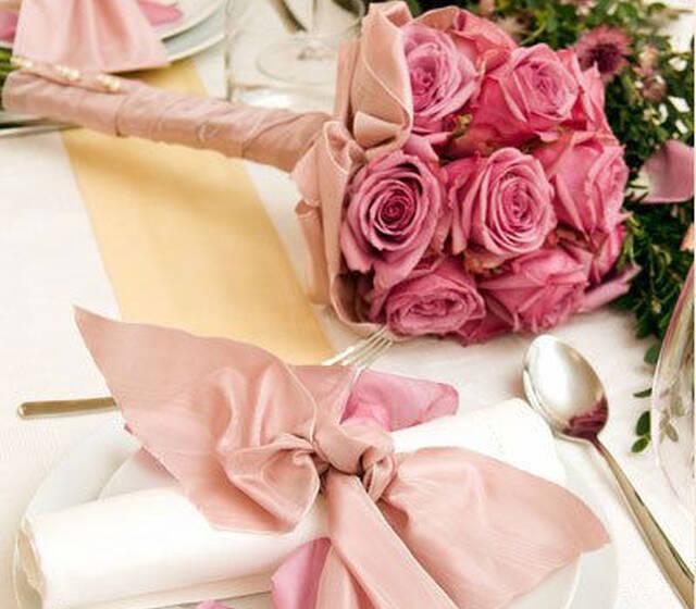 Beispiel: Von Brautstrauß bis Tischgesteck, Foto: Einfach Blumen.