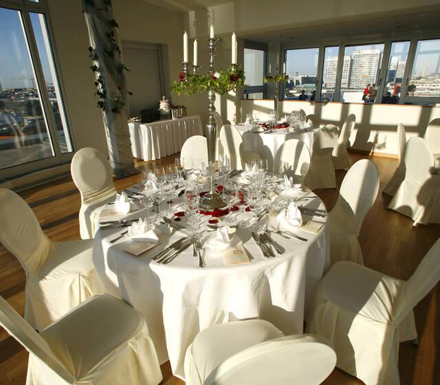 Beispiel: Garnituren für Ihren Hochzeitstag, Foto: Floris Catering.