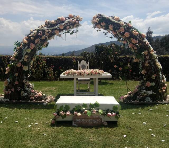 Altar en ceremonia campestre