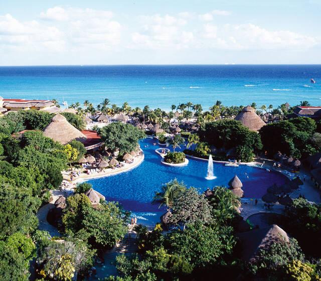 IBEROSTAR Quetzal es el lugar ideal para el destino de tu boda. Celebra tu día en este lujoso resort con servicios 5 estrellas, magníficas instalaciones y paquetes diseñados para hacer tu evento inolvidable.