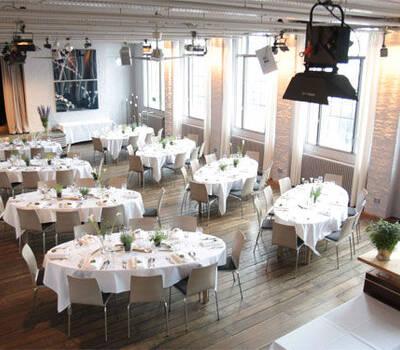 Beispiel: Hochzeitsbankett, Foto: KunstSalon Location.