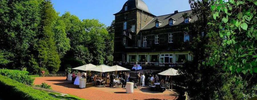 Beispiel: Außenansicht, Foto: Schlosshotel Hugenpoet.