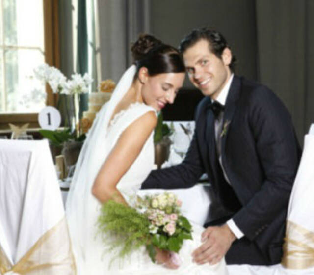 """Beispiel: Brautpaar, Foto: """"Natascha Wiebking Brautkleider""""."""