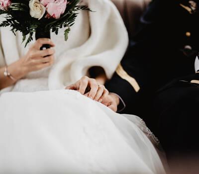Mariés dans la voiture