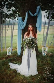 Dusty blue - duży bukiet ślubny i wianek  fot. Natalia Kalina